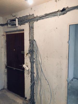Panel lakás villanyszerelése.