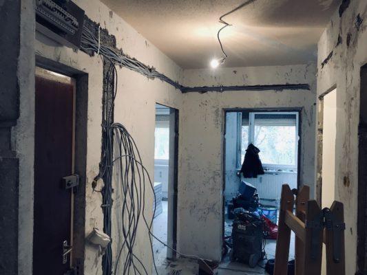 Lakásfelújítás, panel lakás új kíálások kiépítése.