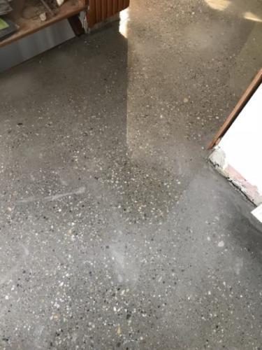Lakásfelújítás betoncsiszolás és burkolás.